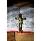 성경책과 십자가 19